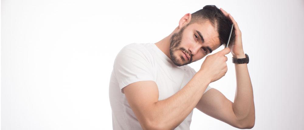 体毛を整えて個性的なファッションを追求する男性